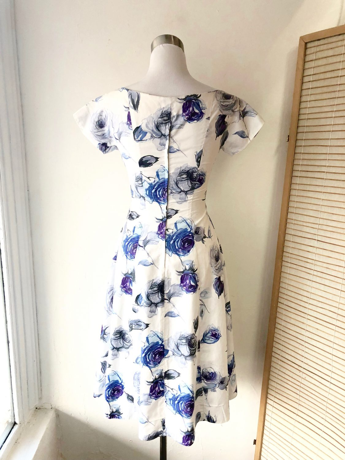 Elegant blue and white floral 1950s dress chaos bazaar vintage elegant blue and white floral 1950s dress izmirmasajfo